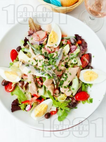 Салата Кан със зелена салата, риба тон, херинга и зелен боб - снимка на рецептата